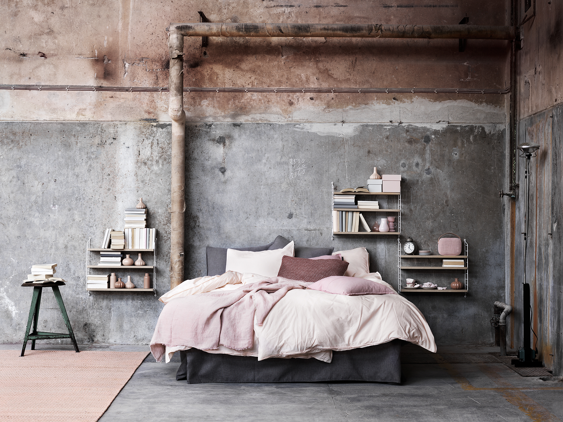 String-shelves-styling-from-Lotta-Agaton
